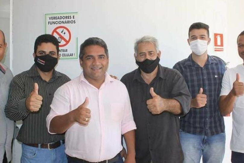 Julio Pina assume compromissos com vereadores Amarildo Pimenta e Julimar Caetano em Campinorte