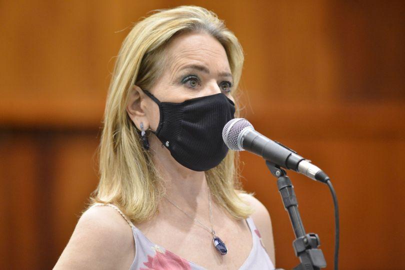 Lêda Borges diz que venda das ações da Saneago é prejudicial à empresa e aos servidores