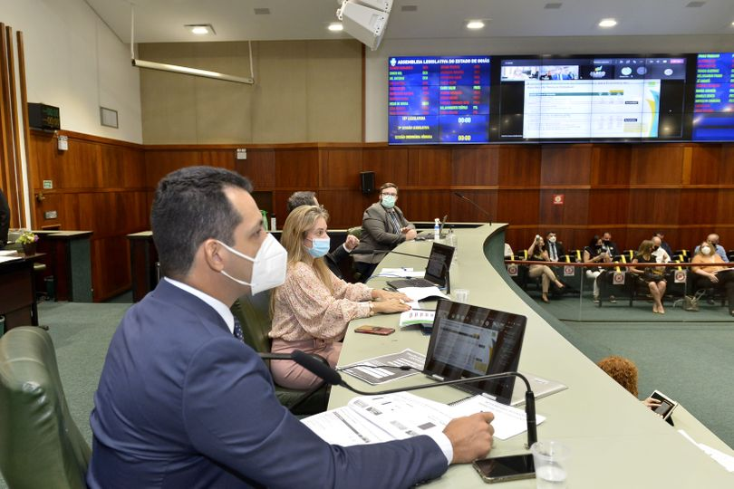 Secretária diz que negociação de dívida trará economia de R$ 3,4 bi