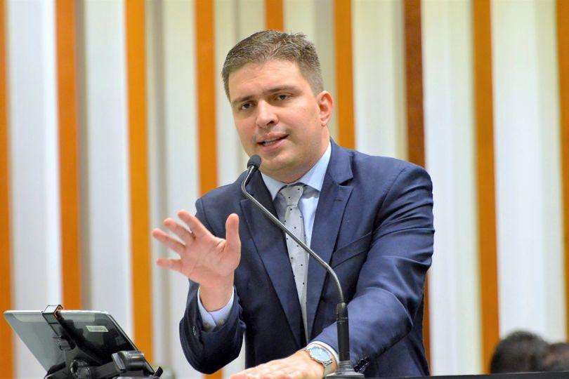 Delegado Humberto Teófilo comenta aumento do valor do combustível em Goiás