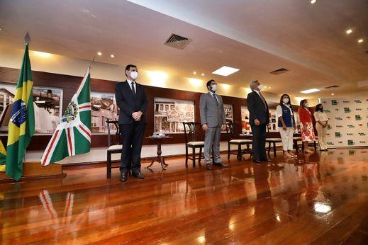 """""""Lissauer prestigia lançamento de cinco mil bolsas do Programa Universitario do Bem"""""""