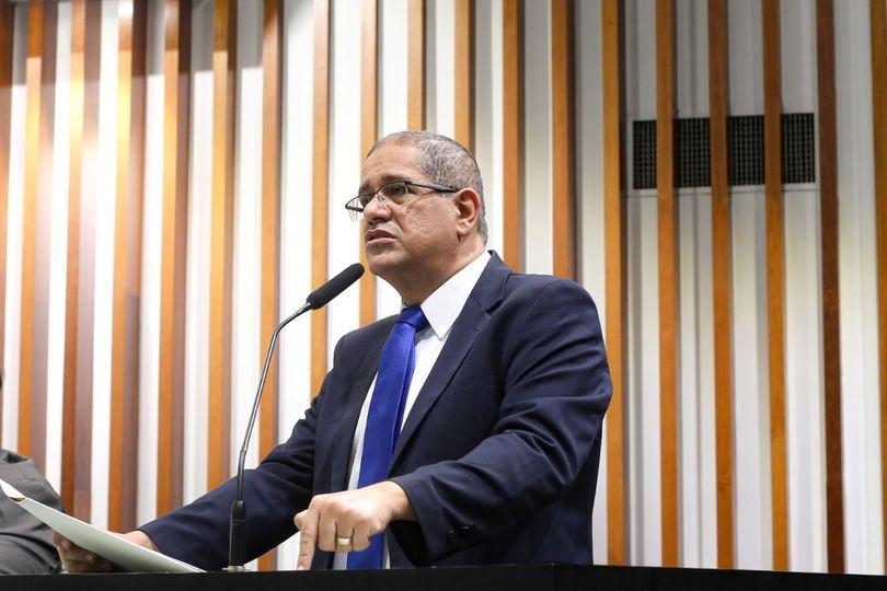 Jeferson Rodrigues usa tribuna para falar do Programa Sempre Rosa, lançado pela Prefeitura de Goiânia