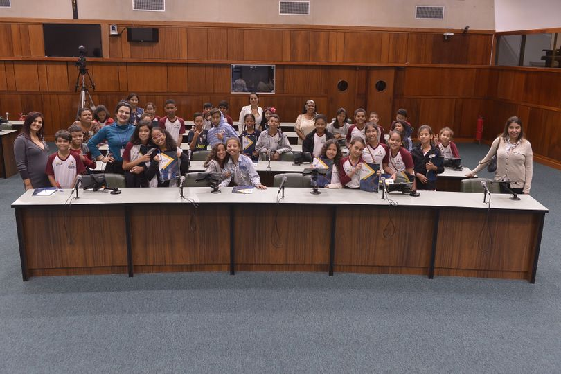 Projeto Escola no Legislativo recebe alunos de Aparecida de Goiânia