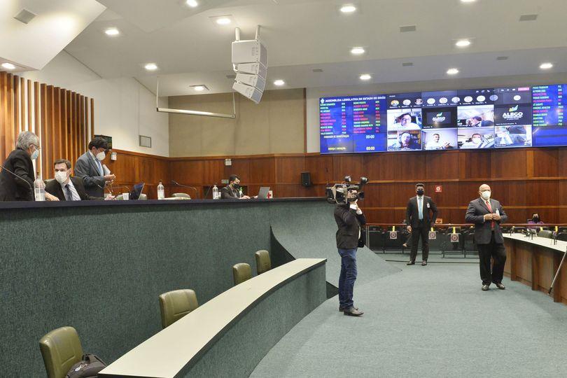 Plenário rejeita extinção do TCM e aprova mais 15 projetos