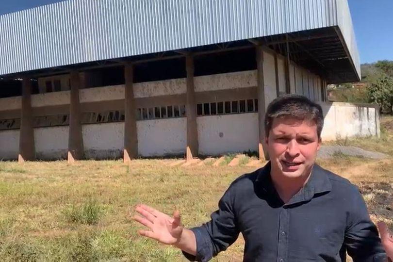 Humberto Teófilo solicita conclusão do ginásio municipal de Anicuns e implantação da Guarda Municipal