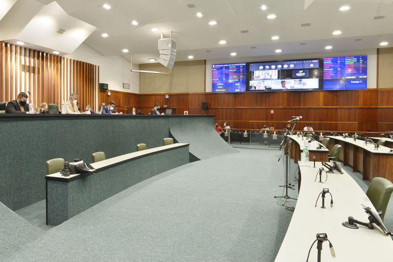 CCJ discutiu e votou um pacote com 16 projetos parlamentares e um veto parcial do Executivo na tarde desta terça-feira, 14
