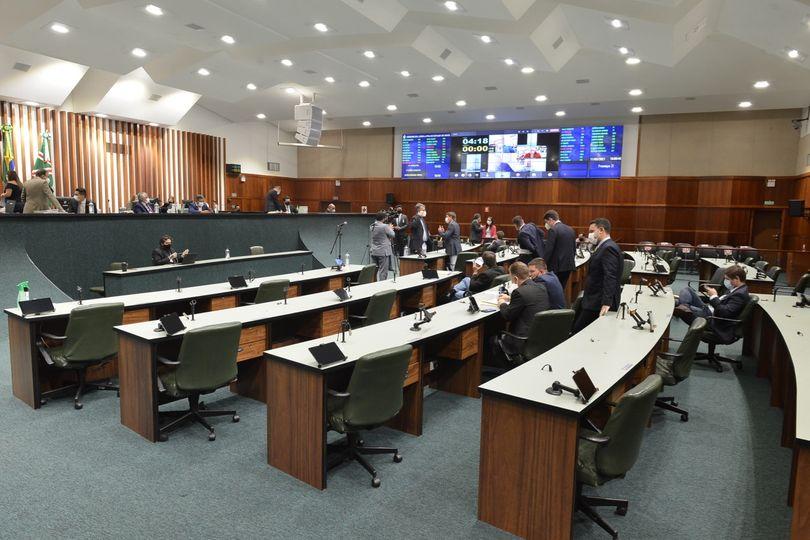 Alego aprova projetos de deputados e debate decreto do Executivo