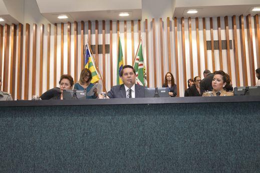 Sessão especial de entrega de Medalha do Mérito Legislativo