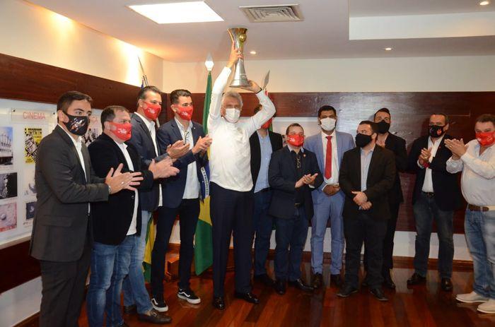 Vila Nova recebe homenagem no Palácio das Esmeraldas - Pelo Tri da Série C