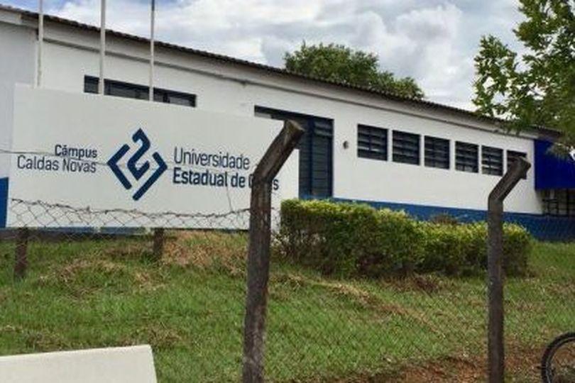 """""""Estudantes da UEG de Caldas Novas não podem ser prejudicados com a falta de professores e funcionários"""", alerta Gomide"""