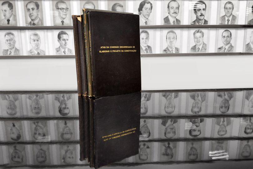 Agência de Notícias celebra os 30 anos da Constituição Estadual com reportagens e documentos da época