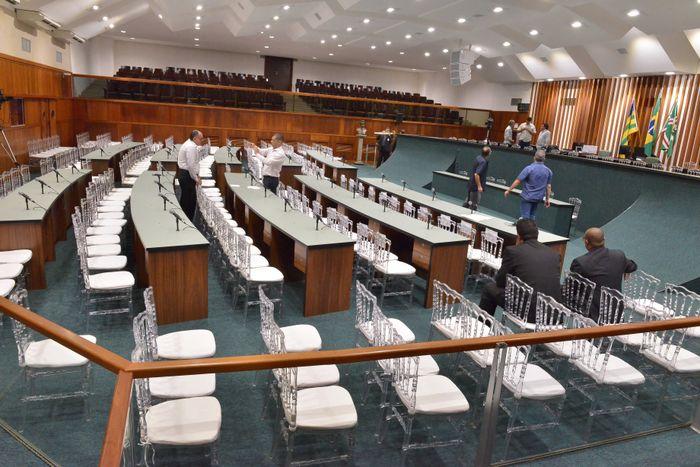 Plenário sendo preparado para posse