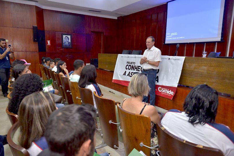 Alunos da rede estadual de Anápolis participam da 2ª edição do projeto Conhecendo a Assembleia