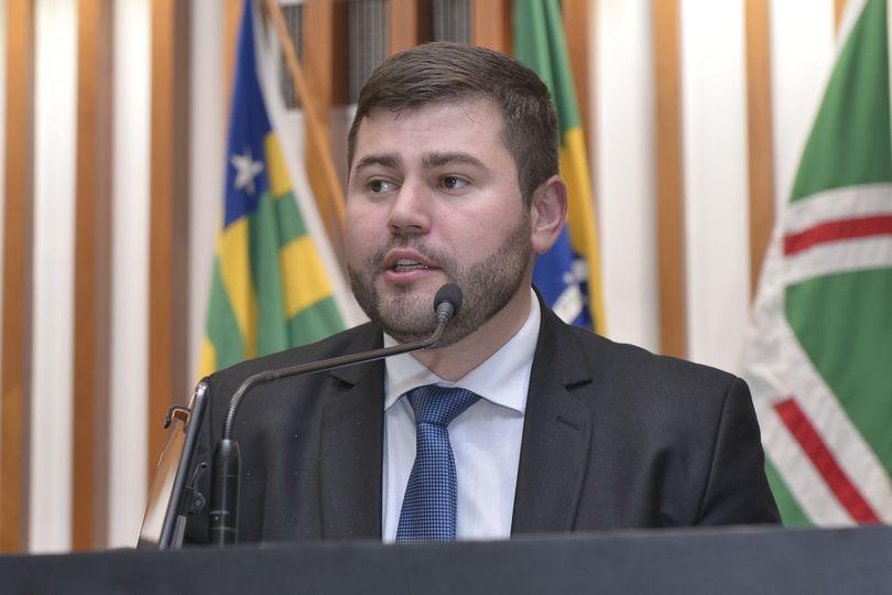 Amilton Filho garante R$ 100 mil para reforma e ampliação de escolas em Araguapaz